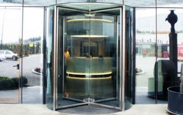 דלתות מסתבבות ידניות מזכוכית