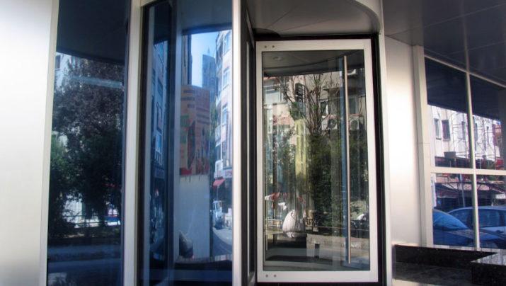 דלתות מסתובבות ידניות סטנדרטיות