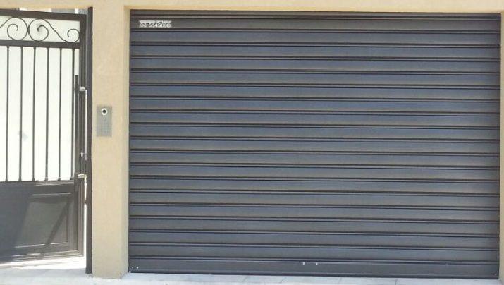 דלת מוסך פנלים חשמלית - דלתות מוסכים חשמליות בטוחות וחכמות מבית שערים (אב-שער)
